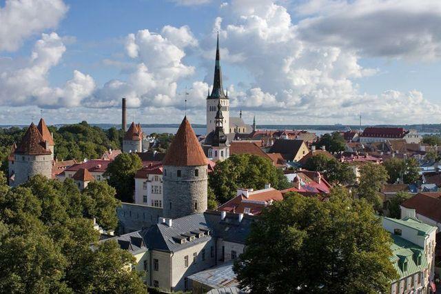 Widok na stare miasto w Tallinnie