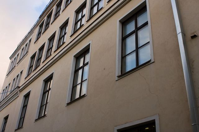 Okna budynku w jakim w Kownie mieszkał Adam Mickiewicz